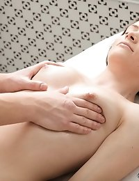 Sexy beaut gets an extra massage service