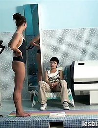 Lesbian gymnastics trainer gives a poolside nude lesson