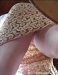Hidden cam took the mature upskirt shots