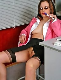 Sexed-up secretary regales her pussy with markers