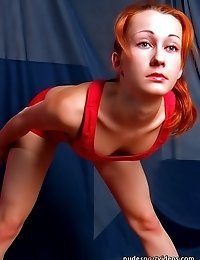 Little sweet flexigirl working out totally naked