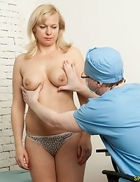 Gyno prankster examines an ample-bodied blondie