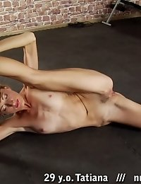 Intense stretching with passionate pussy rubbing