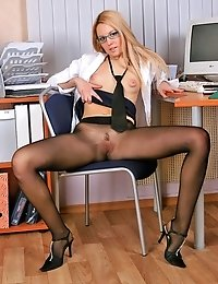 Blonde secretary Vickie posing nude at office