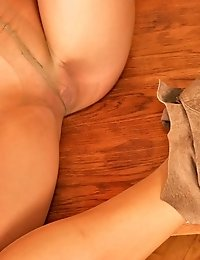 Redhead girl shows her pantyhosed feet