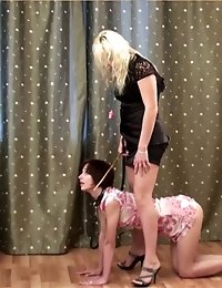 Wicked coach exercises her collared trainee