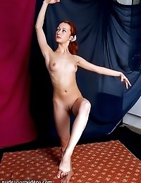 Flexible nude model for an artist