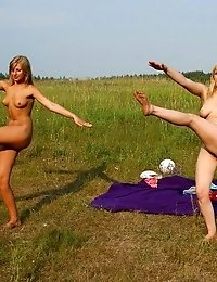 Naked sportsbabes in the morning sun