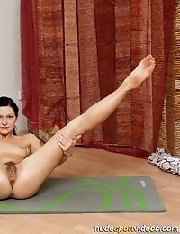 Natural pussy spread in nude exercising