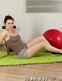 Sex appeal of a jumping and stretching milf