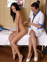 Lesbian pussy doctor sex examines a nude beauty