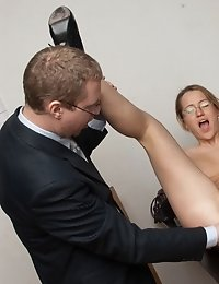 Bringing a secretary to an orgasm on the table
