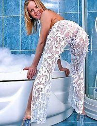 Naughty blondie has wonderful time in the bath