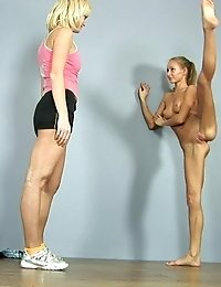 Exhausted gym girl lured by her lesb trainer