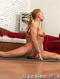Yoga blondie hides nothing while stretching
