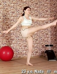 Nude morning exercises and masturbation of a fitness girl