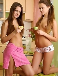 This Time You Have A Good Chance To See The Hottest Lesbian Teen Girls Sweet Show Off In These Pictu