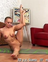 Big nipples and shaved pussy of a naked gymnast