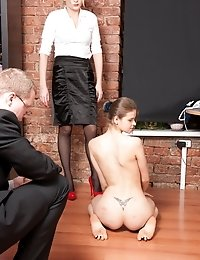 Nude secretary demonstrates her threesome skills