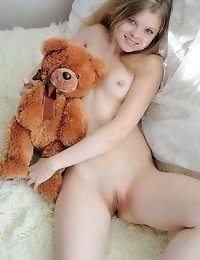 Definitely One Of The Most Sensual Fresh Chicks Offers Exclusive Collection About Her Horny Bed Play