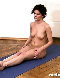Amateur yoga girl shows her pussy and tits