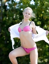 Petite Blonde Babe Strips Her Sexy Beach Outfit To Show Off Some Stunning Sexiness She Has Packing U